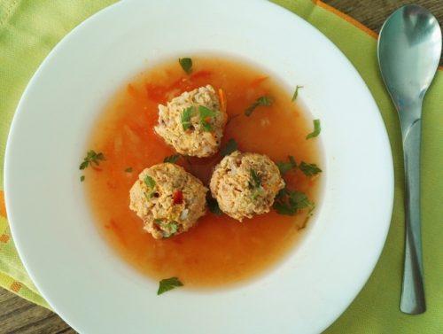 Supa usoara de perisoare din carne de pui de tara
